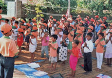 children prayer at gayatri sansthan